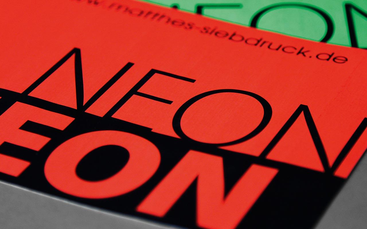 Neon Aufkleber Siebdruck Digitaldruck Weiterverarbeitung